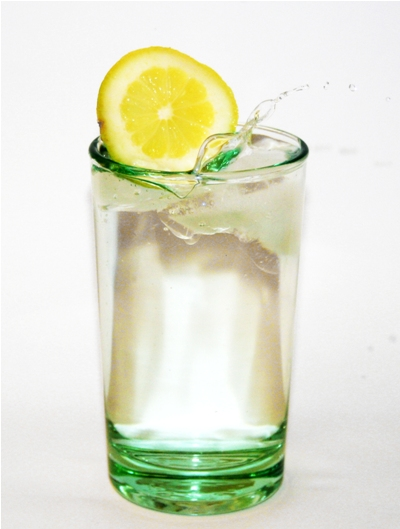 Szklanka wody na czczo dla zdrowia